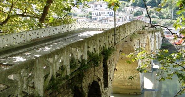 Ponte Gorica sobre o Rio Osumi