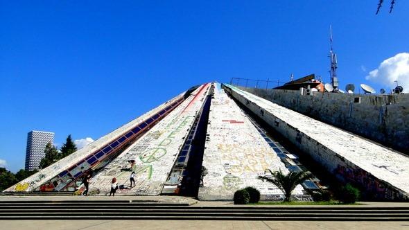 A Pirâmide de Tirana