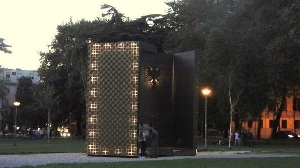 Monumento ao 100º aniversário da Albânia