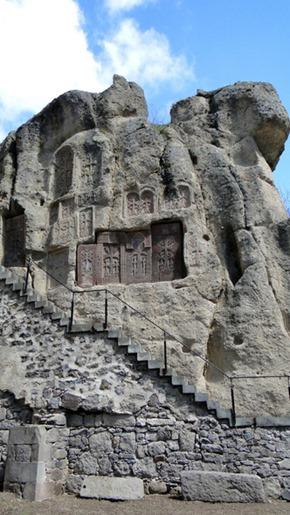 Khachkars no Mosteiro de Geghard