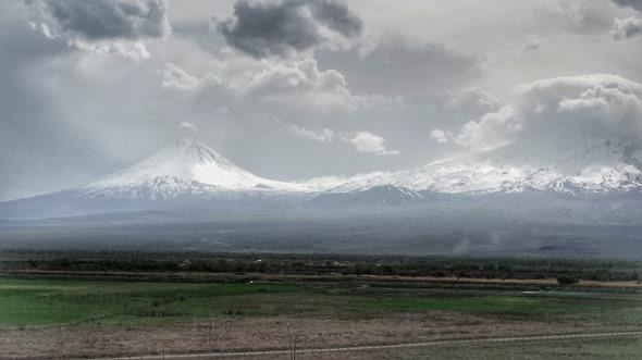 Monte Ararat e a fronteita Turquia-Armênia