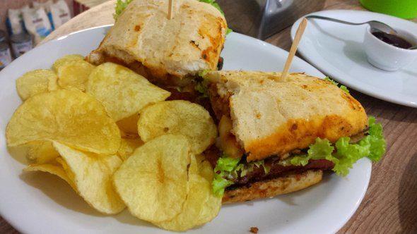 O Vegano - Pão com linguiça