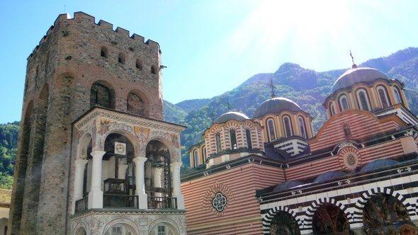 A Torre de Hrelja e a Igreja da Natividade