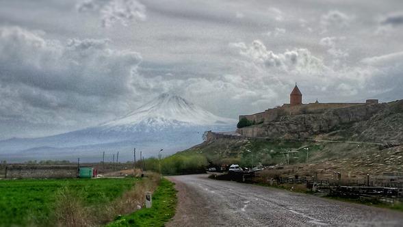Mosteiro de Khor Virap e o Monte Ararat